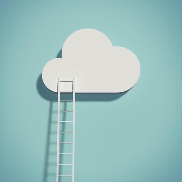 Une échelle posée sur un nuage